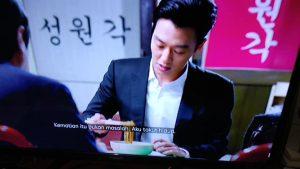 adegan makan mie jajangmyeon